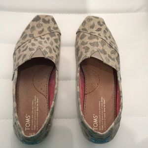 Toms Slip On Cheetah Print Canvas Flats. Size 7